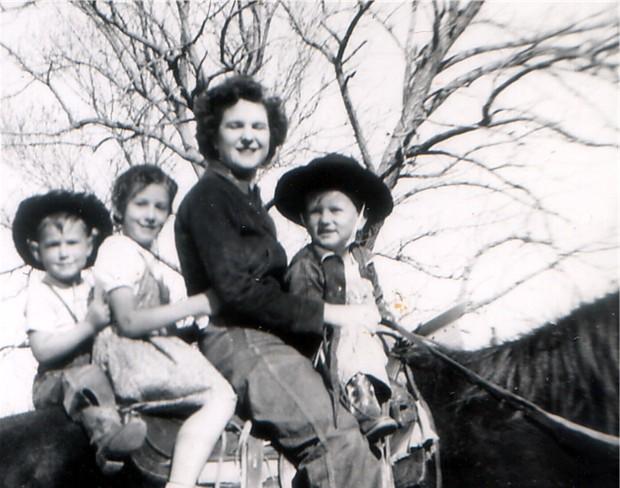 Helen,JerryDale,GailandDuaneonhorsearound1950